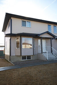 REDCLIFF - 3 BEDROOM TOWNHOUSE WITH PRIVATE PLAYGROUND