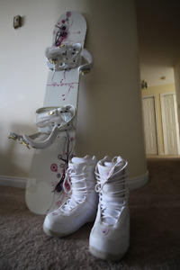 Roxy Classic  Women's Snow Board and Boots Mint Condition
