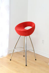 Tabouret en velours rouges