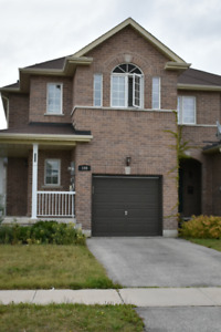 Amazing Townhouse in Barrie for Rent