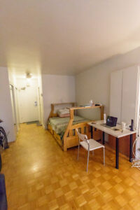 Lease transfer: lovely 1 1/2 studio located on Ave. des Pins