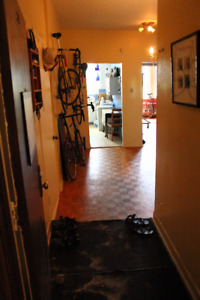 Bright, spacious room for rent in NDG $400/month heat incl