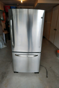 GE 30in Stainless Steel Fridge For Sale