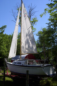 22 ft sailboat and trailer , 7.5 honda with charging unit