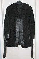 Beau manteau de mouton de Perse  noir.