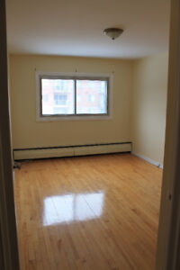 CLEAN & SPACIOUS 4.5 WITH BALCONY. HEATING & HOT WATER.