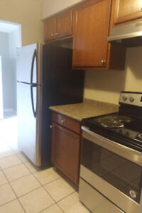 Spacious Updated 2 bdrm 1.5 Bath Townhome. Fenced Yard, Cent A/C