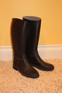 2x horseback riding boots and 3x pants sizes 6 - 8 years