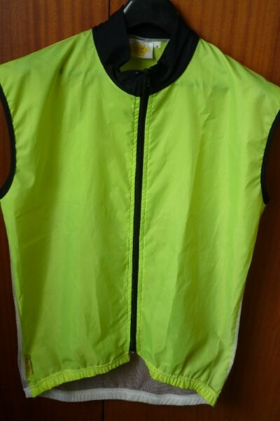 Cycling Windbreakers and Rain Jackets to Clear from R200