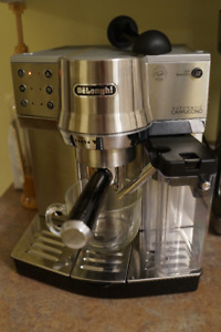 DeLonghi Automatic Cappuccino Machine with Frother (EC860)