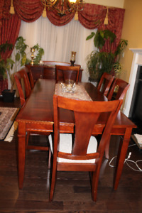 dinning room table and chair