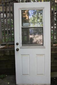 Porte d'extérieur en Acier. 34x 79 3/4. droite. bonne condition