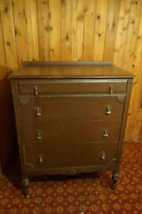 Old 5-Drawer Dresser