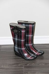 "Ladies Rubber Boots With 2"" Wedge - Size 8"