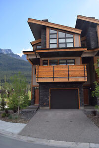 NEW TOWNHOUSE IN THREE SISTERS - HUGE WINDOWS/STUNNING VIEWS