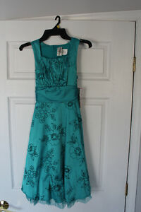 Girls turquoise formal dress size 14 *New, still has tags