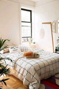 Selling URBAN OUTFITTERS GRID duvet!