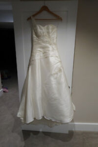 Stunning Maggie Sottero Wedding Dress-Size 4
