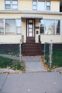 REDUCED TO SELL!! -DUPLEX- GREAT INVESTMENT OPPORTUNITY! Windsor Region Ontario image 1