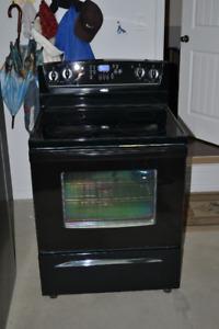 Cuisinière et réfrigérateur Whirlpool à vendre