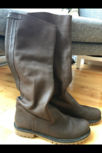Roots Boots Brown Leather Roll Down $100 in New Condition