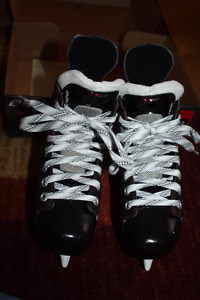 Like New Size Y13.5D Bauer Vapor x500 Youth/kids hockey skates