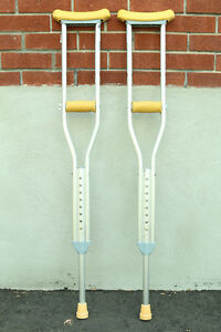 """Crutches for youth 4'6"""" to 5'2"""""""