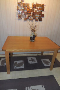 Table & 4 Chairs - Very solid maple wood West Island Greater Montréal image 2