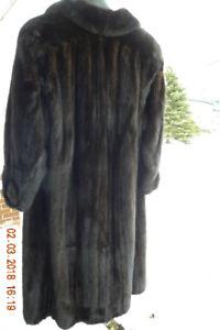 Manteau de vison noir, femelle