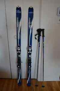 Skis alpin, bottes (femmes), sac de transport, bâtons, cadenas