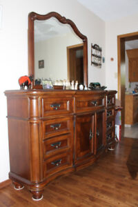 Solid wood dresser with detachable mirror