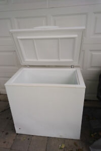 Chest Freezer - Kenmore, 6.5 Cu Ft, White, 2008 ,35(w) x 34 x 22