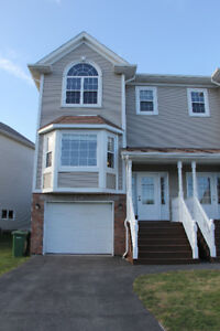 Beautiful 3 Bed Duplex in Royal Hemlocks (Nov 1st)