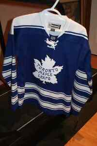 Leaf's Jersey Women's Small (NEW) Cambridge Kitchener Area image 1