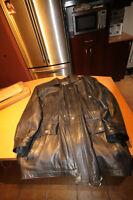 Manteau cuir noir 3/4 ou presque grandeur Small 20$