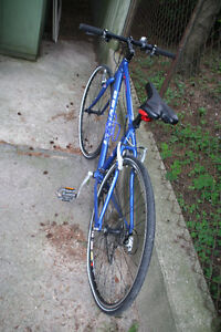 Devinci Stockholm hybrid SSGX 61 bicycle In pristine condition. Kitchener / Waterloo Kitchener Area image 10
