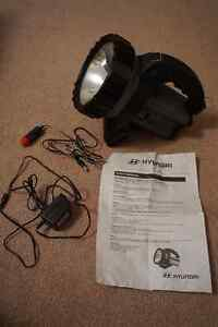 Hyundai rechargeable 2.5 mil candle power halogen lantern