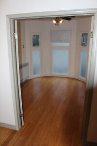$2285 / 3br - 875ft2 - 3 Bedroom apt May 1 (Gerrard and Jarvis)