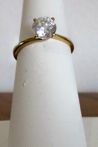10K gold Ladies ring size 7.5/8