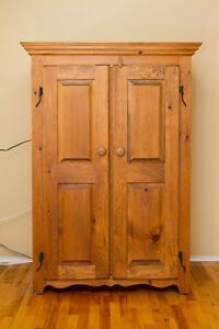 Country style Oak Cabinet / Armoire rustique