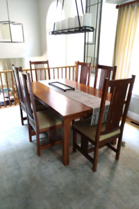 Harvest House Handcrafted Oak Dining Room Table