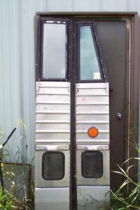 MC 9 Bus doors