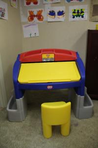 Table à dessin et petite chaise Little Tikes