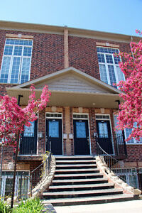 Beautiful townhouse condo DT Kitchener 1 bed + den