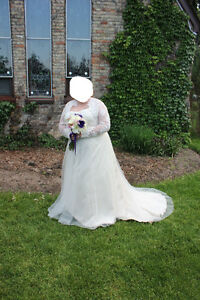 Beautiful Wedding Dress and Accessories - Rings London Ontario image 5