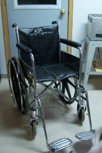 """FAUTEUIL ROULANT """"AMG""""."""