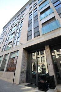 Vieux Montreal: Condo de luxe 4 1/2 de 1074pc pour 2400$/mois