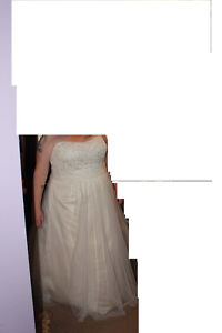Beautiful Wedding Dress and Accessories - Rings London Ontario image 1