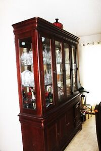 Abeautiful China Cabinet in perfect condtion for sale