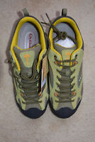 Hiking Shoes CLORTS New :: size 10